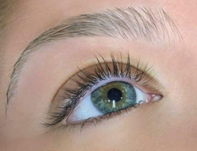 closeup of eye before lash lift