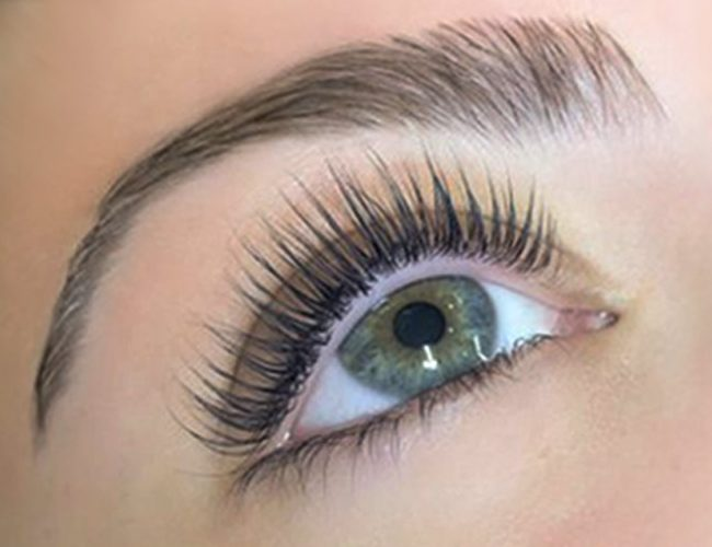 closeup of eye after lash lift