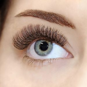 hybrid silk eyelash extensions with extreme lash level and D curl.