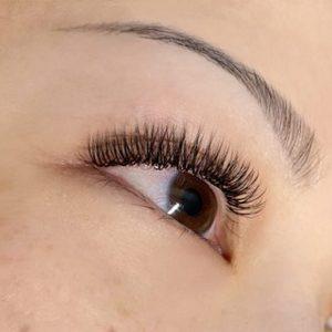 hybrid extreme silk d curl eyelash extensions closeup on brown eye