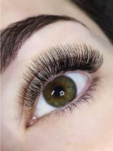 classic silk eyelash extensions with extreme lash level and D curl.