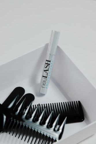 square dish with comb and lash growth serum for eyelash extensions